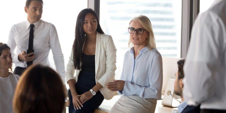 vrouw op kantoor leidinggevende